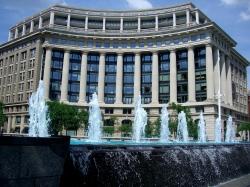 Navy Memorial fountain in Washington, DC